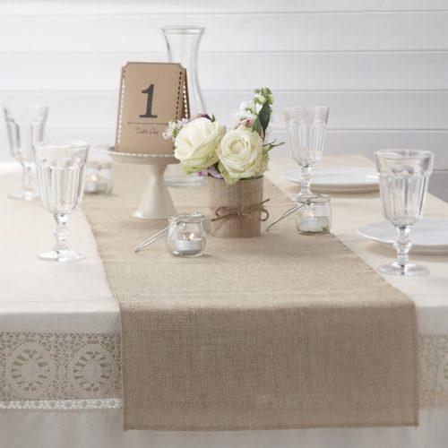 Tischläufer aus Jute mit Tischnummer aus Kraftpapier