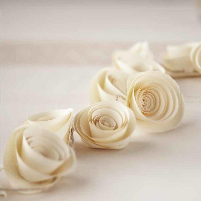 Papierblüten-Girlande in ivory