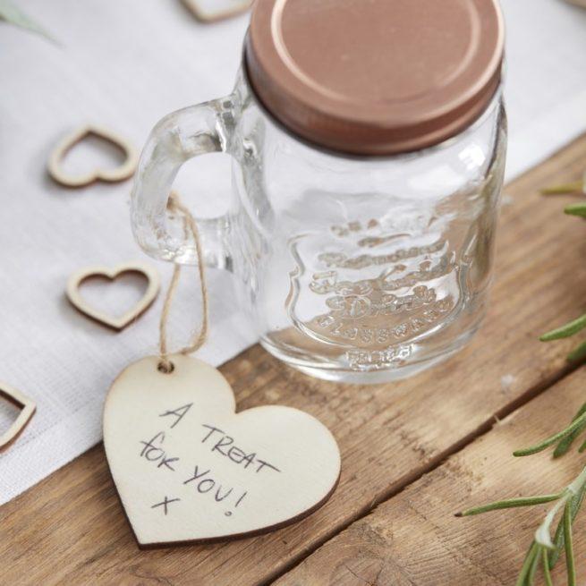 Herzanhänger aus Holz für Namensschilder und Geschenkanhänger