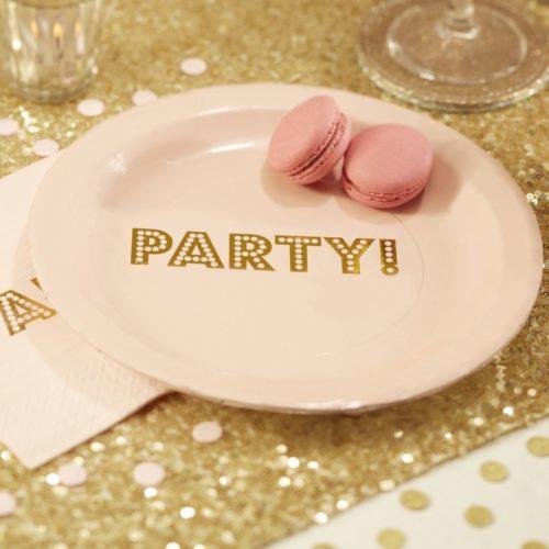 Pappteller mit goldfarbenem Party-Schriftzug